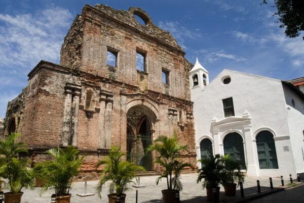 iglesia en casco antiguo